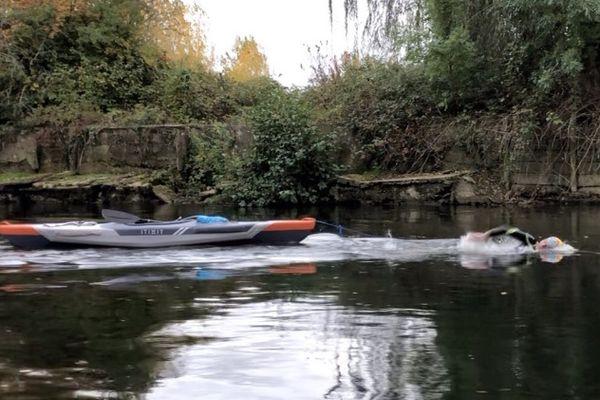 Le jeune homme âgé de 19 ans veut parcourir les 780 km de la Seine à la nage.