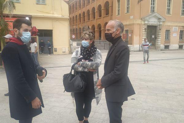 Le député Loïc Dombreval (à droite) avait dit se rendre en personne sur le parvis du Tribunal, aux côtés des défenseurs de la cause animale ce lundi à Nice.