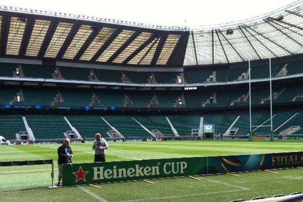 Le 25 avril, le soleil brille à Londres sur le mythique stade de Twickenham. Le coup d'envoi du match entre les Saracens et l'ASM Clermont Auvergne est prévu à 16h40.