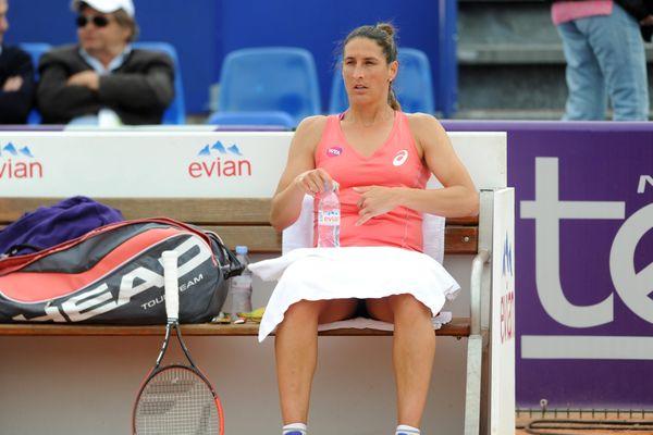 Virginie Razzano jette l'éponge à Strasbourg face à Mladenovic