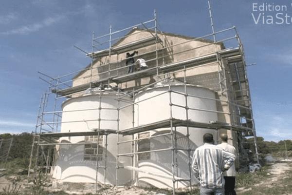 La chapelle Santa Maria sur le sentier des douaniers dans le Cap corse, le 6 mai 2014