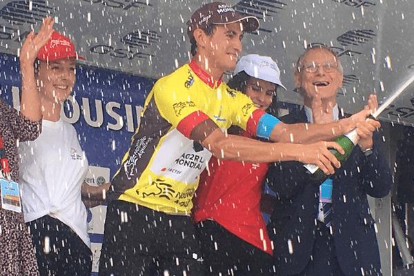 Le vainqueur du 50e TDL Alexis Vuillermoz arrosé au champagne