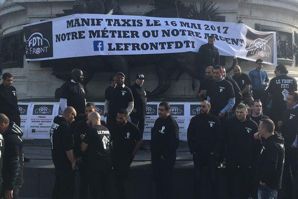 Une manifestation de chauffeurs de taxi, place de la République, à Paris, le 16 mai 2017.