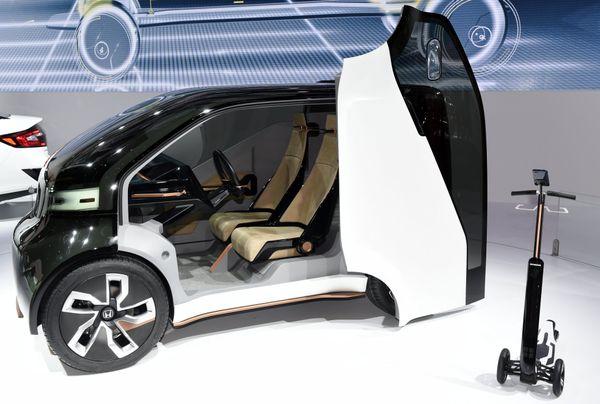 Un modèle de voiture autonome présenté au salon de l'automobile de Genève