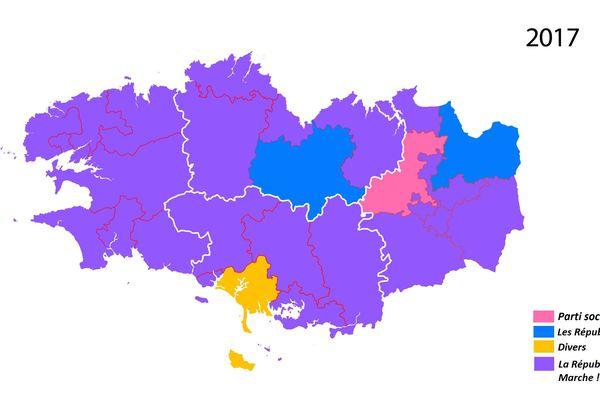 La carte des couleurs politiques après le premier tour des élections législatives 2017 en Bretagne. Les candidats de la République en Marche ! sont arrivés en tête dans la majorité des circonscriptions.