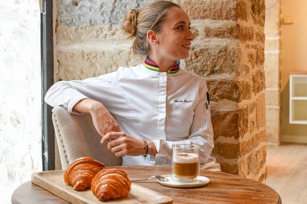 A 25 ans, après deux ans passés à la maison Lomelaise à Chagny, Marie Simon a décidé d'ouvrir sa propre boutique.