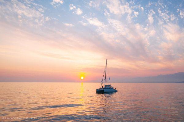 A bord de La petite sirène, le catamaran accompagnateur de Thierry Corbalan, pour son défi Calvi Mandelieu à la nage.jpg