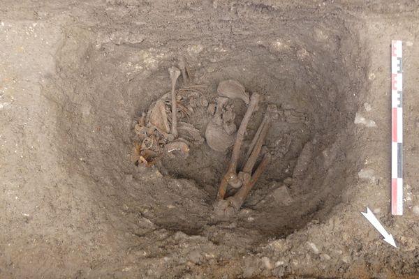 Les deux squelettes avaient les mains dans le dos, probablement attachées au moment de l'enterrement