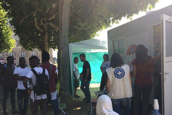 Les associations alertaient mardi sur la situation sanitaire déplorable du camp de migrants, square Daviais