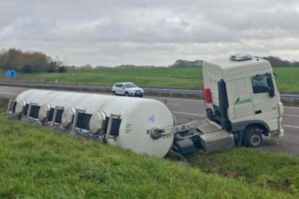 Jeudi 29 octobre 2020 - Un camion-citerne s'est couché sur l'A29