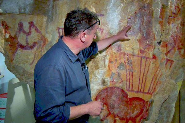 Alain Dalis a découvert avec émerveillement les similitudes qui rapprochent la grotte russe de celles du Périgord