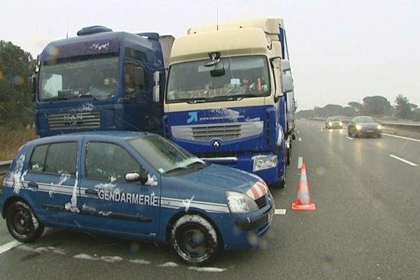 Les camions ont également été bloqués directement sur l'autoroute, à hauteur du Puget.