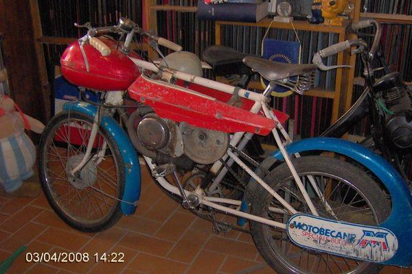 Un vieux motobécane.