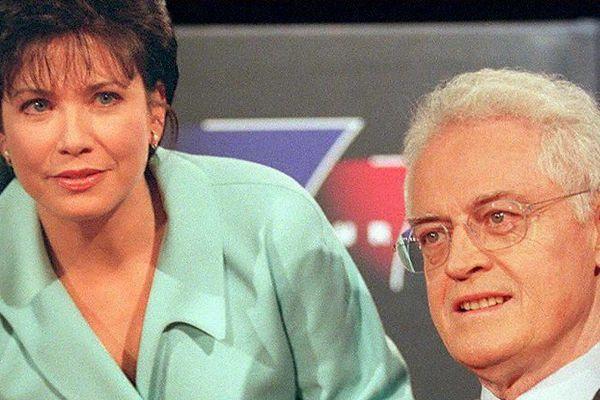 Anne Sinclair, présentatrice de l'émission politique 7/7 avec Lionel Jospin en invité en 1997