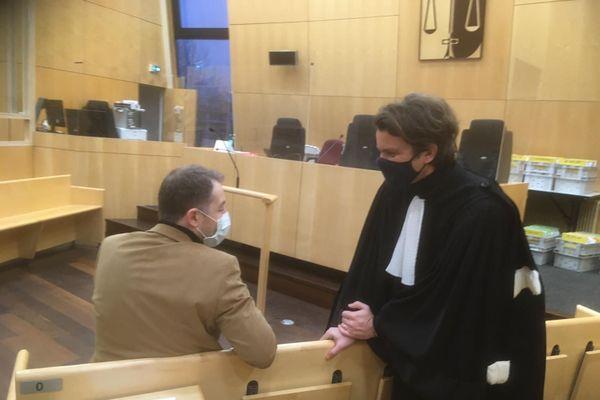 """Le frère de Jallal Hami et son avocat : """"Vous avez trahi mon frère une fois de plus"""" a t-il déclaré à l'issue du délibéré."""