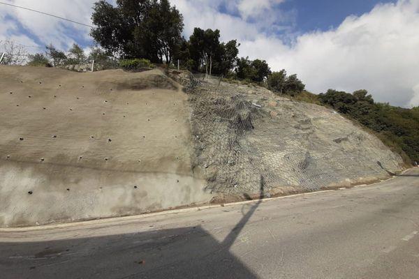 Il a fallu 10 mois pour déblayer la route et consolider la falaise.