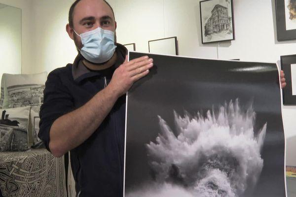 """Le photographe et son tirage du """"Poséidon de Lesconil"""" qui a déjà fait le tour du monde"""