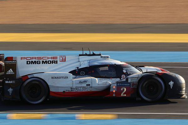 C'est la Porsche N°2 a franchi en tête la ligne d'arrivée de la 85e édition des 24 Heures du Mans ce dimanche 18 juin 2017.