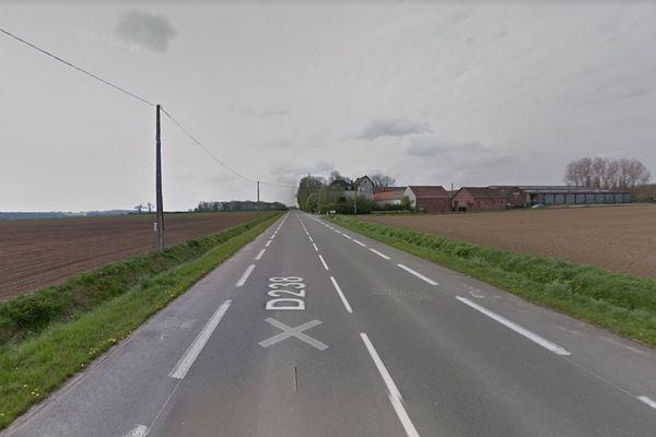 Le choc frontal a eu lieu sur la D238 à hauteur de cette ferme, à Wallon-Cappel.