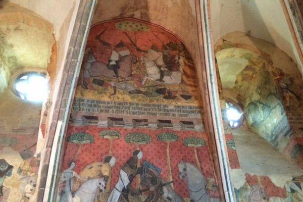 Les fresques de la forteresse de Saint-Floret datent de 1370 et retracent les amours de Tristan et Yseult.