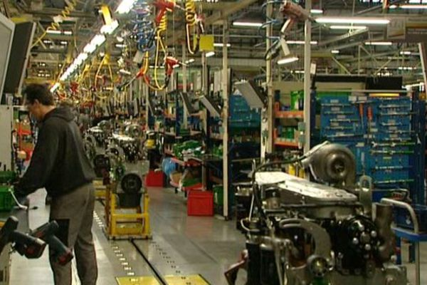 L'intérieur de l'usine de tracteurs John Deer France, à Saran.