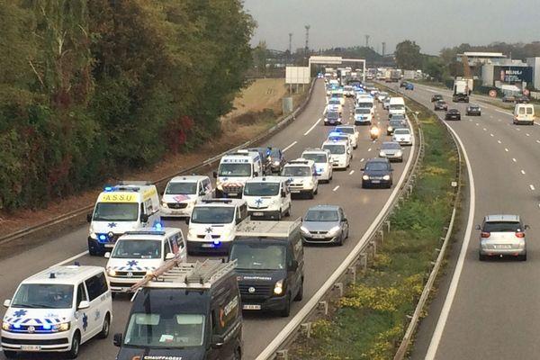 Les ambulanciers ont commencé leur opération escargot à 6h30, en direction de Strasbourg.