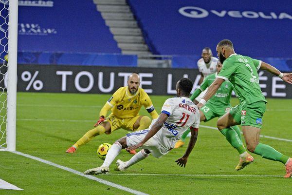 Tino Kadewere marque le deuxième but de l'Olympique Lyonnais contre l'AS Saint-Etienne le 08 novembre 2020