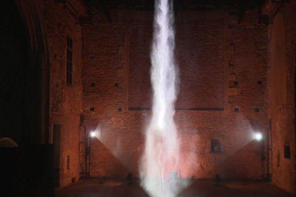 Brume : des jeux de  projections vidéos sur écran d'eau, une création de l'artiste Rennais Joanie Lemercier.