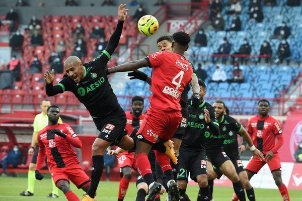 En ligue 1, Dijon et l'ASSE n'avancent pas avec un match nul dimanche 6 décembre.
