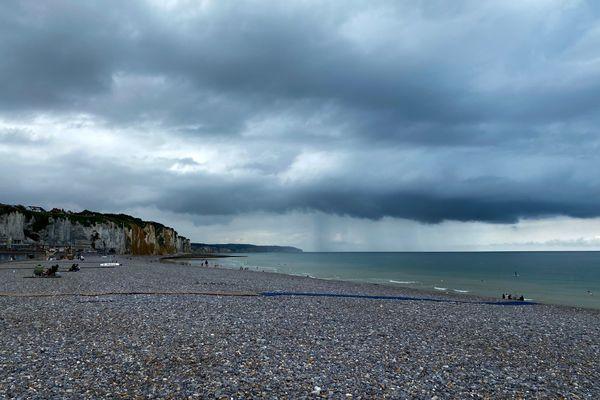 Ciel de pluie au large de Pourville-sur-Mer (Seine-Maritime)