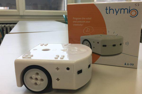 Le robot Thyimo dans la classe de CM2 à Amanvillers.