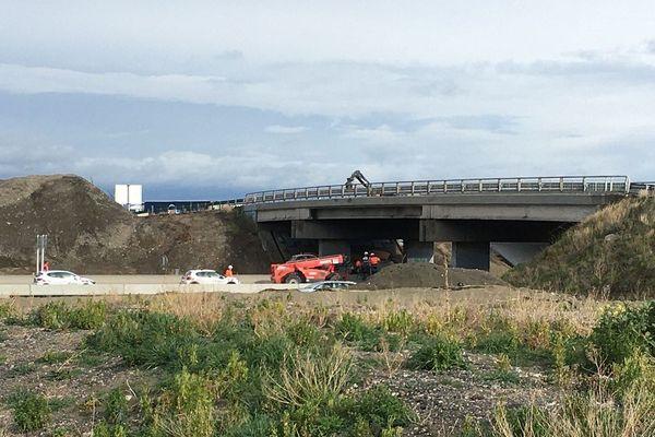 L'autoroute A75 est perturbée lundi 2 mars, en début d'après-midi. Un camion a percuté un pont au niveau du Zénith d'Auvergne, près de Clermont-Ferrand. Une partie de l'autoroute est fermée à la circulation.