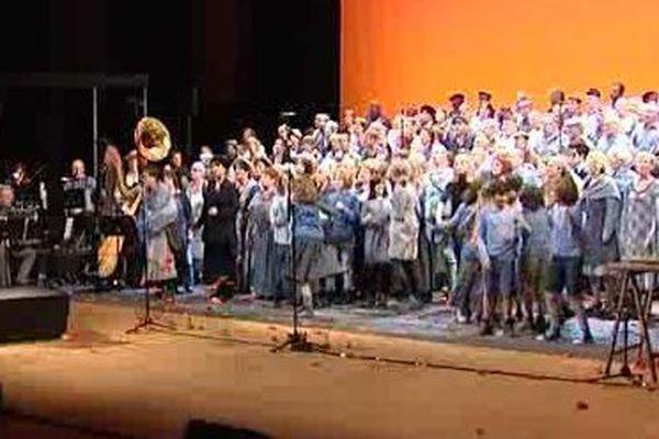 200 chanteurs