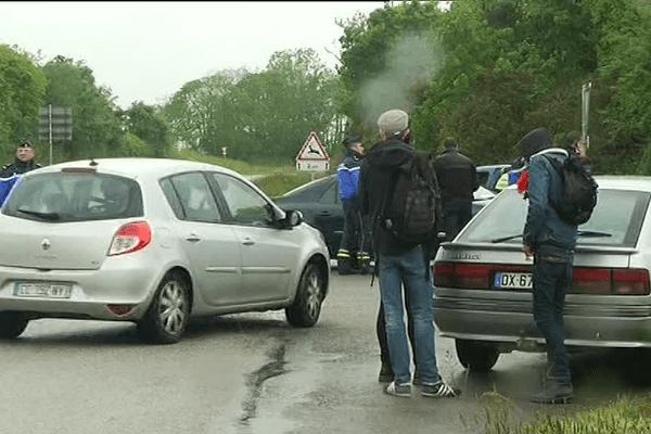 Aux abords de Pont-de-Buis, la gendarmerie empêchaient les manifestants de se rapprocher de l'usine d'armement