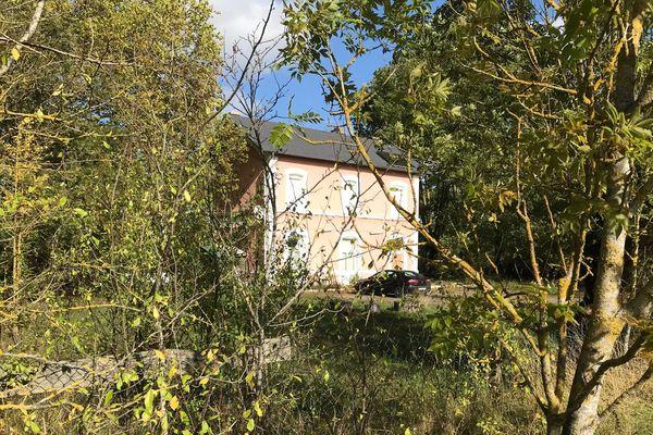 Les deux tonnes de pollen de cannabis ont été saisies dans une ancienne gare reconvertie en habitations, à Chilleurs-aux-Bois (Loiret).