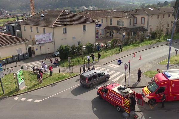 Les élèves du groupe scolaire de Sainte-Thérèse évacués mardi 30 mars lors d'un incendie déclaré dans l'établissement.