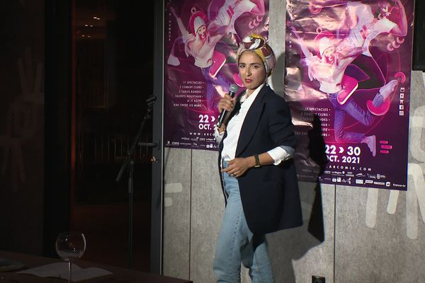 La grenobloise Salima Guereziz s'est produite sur la scène de l'ArcomiK Comedy Club