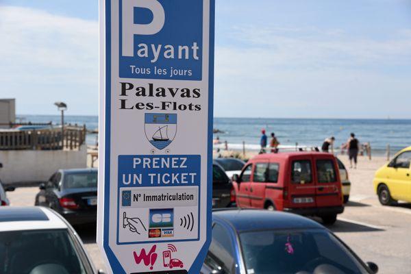 Dans l'Hérault, de nombreuses villes de la côte ont choisi de faire payer le stationnement aux abords des plages, c'est le cas à Palavas-les-Flots
