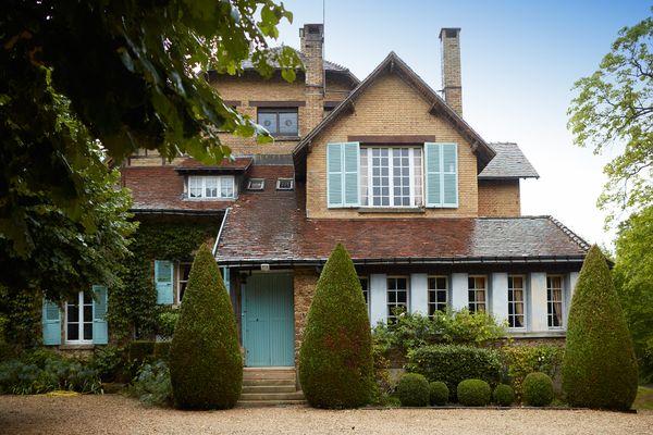 """La Villa des Trois Clochers à Villers-Allerand, où Nicolas Vanier a choisi d'installer les décors de son prochain film, """"Champagne !"""" a été construite après la première guerre mondiale."""