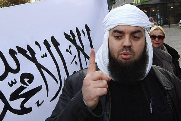 Mohamed Achamlane leader de Forsane Alizza, groupe salafiste radical dissous en février 2012, avait interpellé le 30 mars 2012 à Nantes en même temps que 18 autres islamistes radicaux en France