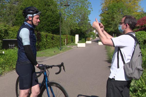 31 mai 2021- L'explorateur Matthieu Tordeur démarre un tour de Normandie à vélo au départ de Giverny près de Vernon (Eure)