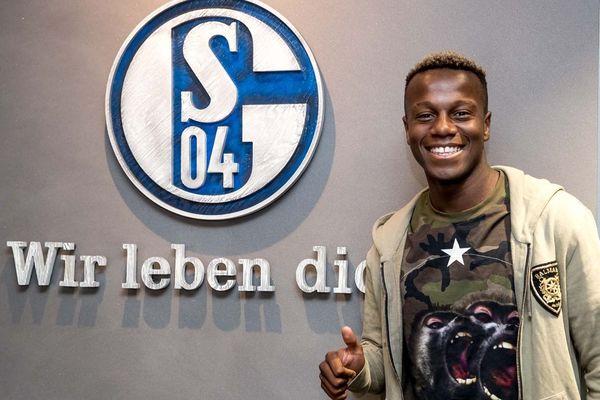 Hamza Mendy, ex-défenseur latéral du LOSC, s'était engagé pour 5 ans avec le club allemand de Schalke 04.