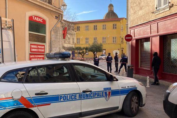 Une grosse intervention est en cours dans le centre ville de Toulon lundi 1er février.