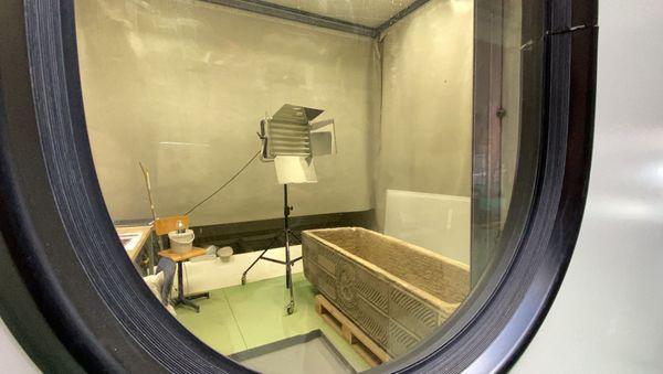 Un premier sarcophage a été ouvert il y a une semaine. Il a été installé dans un espace protégé pour analyser les ossements qu'il contient.