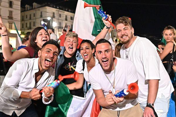 Des supporters fêtent la victoire de l'Italie. Photo d'illustration.