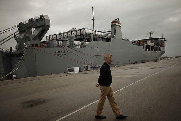 Le  roulier usine MV Cape Ray en stand by sur la base de Rota en Espagne, le 10 avril 2014