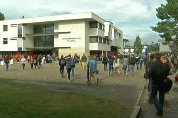 Erasmus est menacé pour certains étudiants en quête d'échange, l'Europe est en recherche d'un complément de 90 millions d'euros pour arriver à clore le budget 2013.