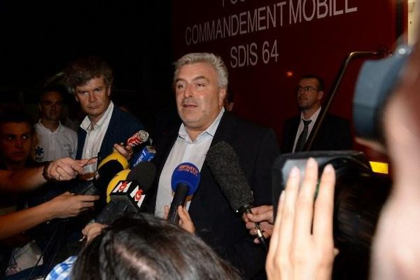 Le secrétaire d'Etat aux Transports, Frédéric Cuvillier, tient une conférence de presse après la collision entre un TGV et un TER, jeudi 17 juillet 2014.