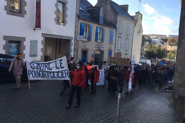 Manifestation dans les rues de Douarnenez contre la loi sécurité globale