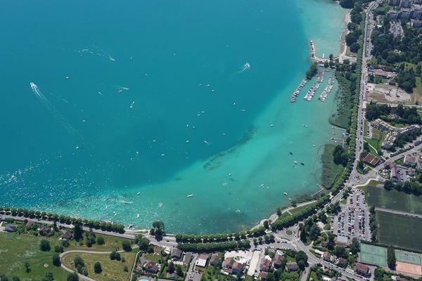 Certains acteurs s'inquiètent de l'intensification de la circulation sur le lac d'Annecy.